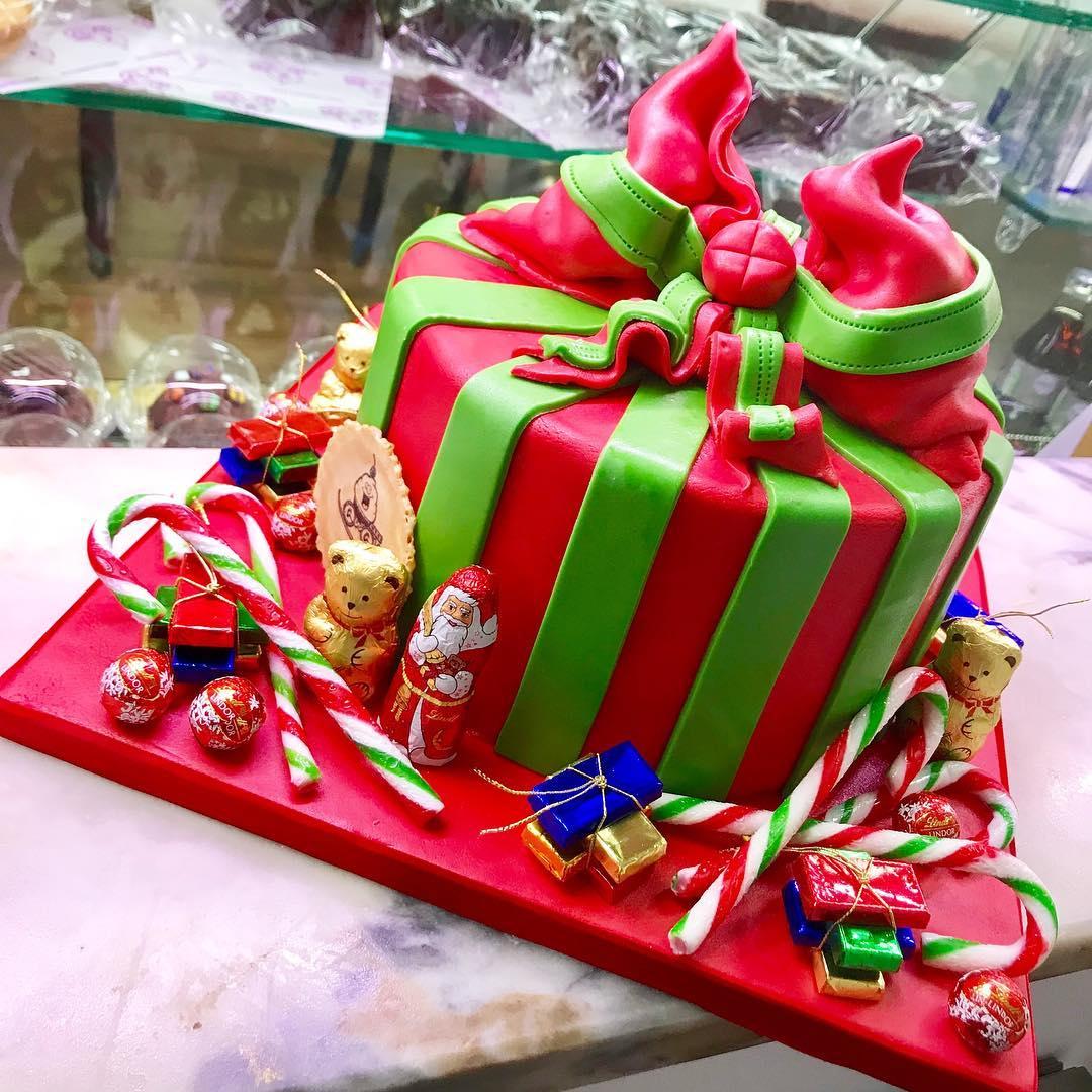 Gift-Wrapped Christmas Cake